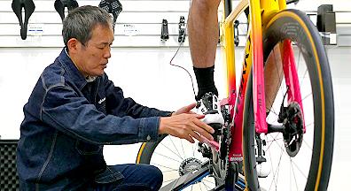 専門家と専用マシンでピッタリ合う自転車にバイクフィッティング
